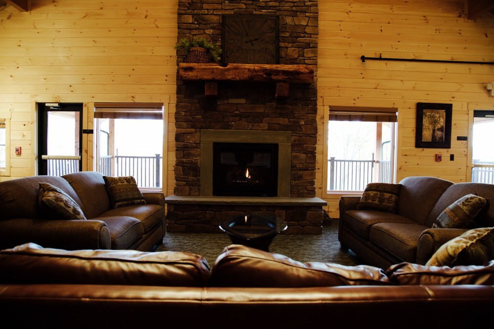 hne-lakeview-lodge-great-room-1k