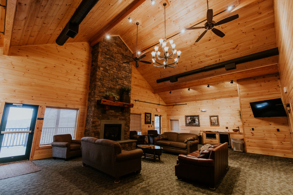hne-lakeview-lodge-great-room-2
