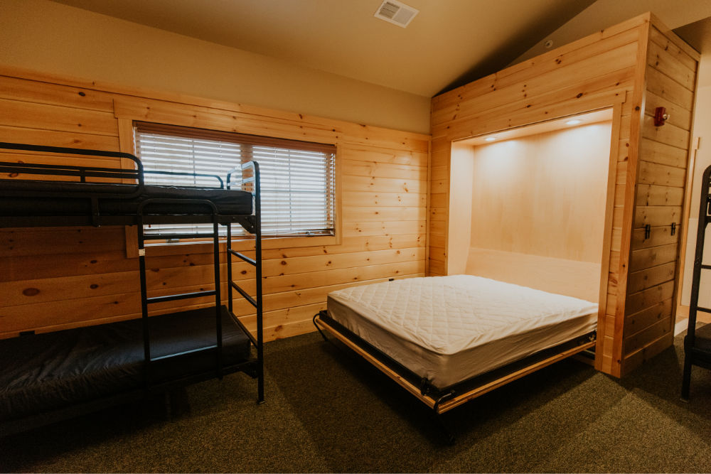 hne-lakeview-lodge-queen-bunks-1